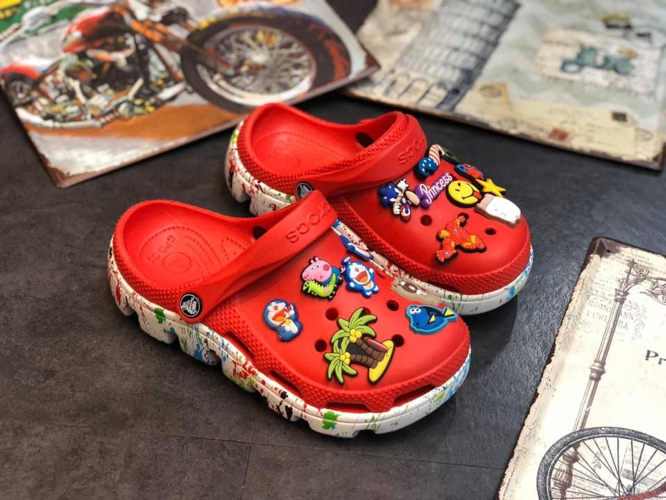 Kid Crocs Duet đỏ đế sơn